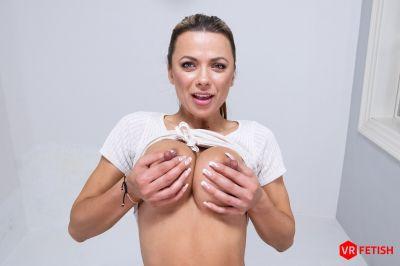 Pussy in Detail - Shalina Devine - VR Porn - Image 3
