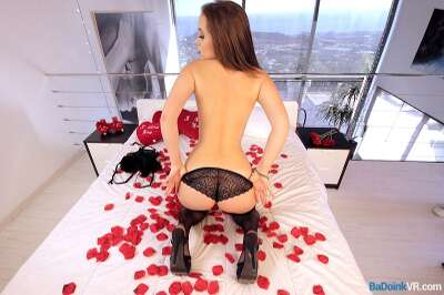Heart Shaped Ass - Zoe Doll - VR Porn - Image 30