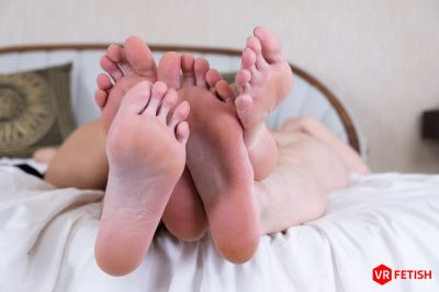 Toe Sucking Babes - Eyla Moore, Lucy Heart - VR Porn - Image 8
