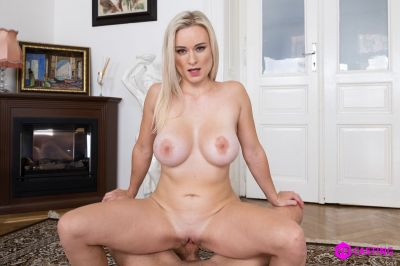 Small Blonde, Big Tits - Lily Joy - VR Porn - Image 5