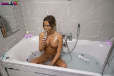 Wank And Watch - Natalia Forrest - VR Porn - Image 5