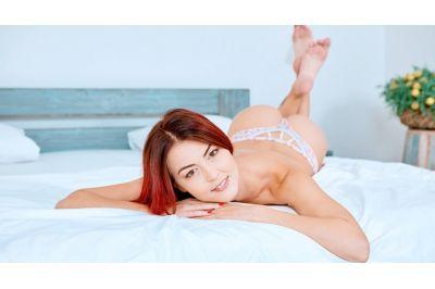 No Boredom With Nimble Fingers - Cindy Shine - VR Porn - Image 4