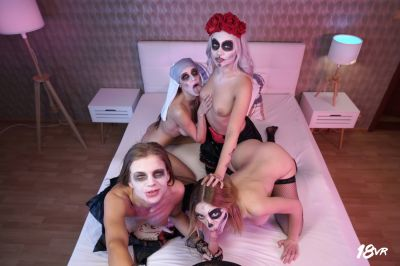Sharing is Scaring - Marilyn Sugar, Nicole Love, Paola Hard, Sarah Kay - VR Porn - Image 2