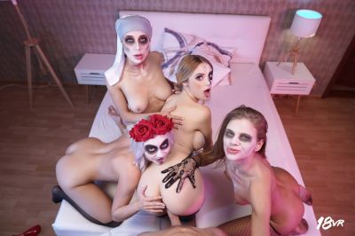 Sharing is Scaring - Marilyn Sugar, Nicole Love, Paola Hard, Sarah Kay - VR Porn - Image 9