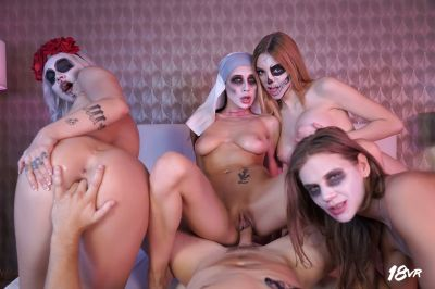 Sharing is Scaring - Marilyn Sugar, Nicole Love, Paola Hard, Sarah Kay - VR Porn - Image 11