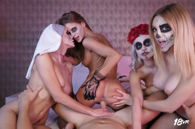 Sharing is Scaring - Marilyn Sugar, Nicole Love, Paola Hard, Sarah Kay - VR Porn - Image 12
