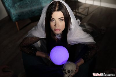 Fuck The Witch - Jenny Doll - VR Porn - Image 2