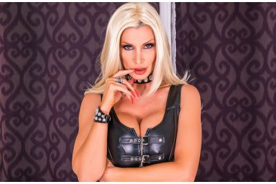 MILF In Charge - Brittany Andrews - VR Porn - Image 1