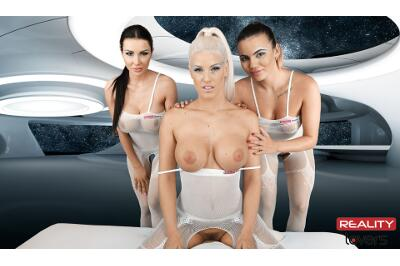 2017: Space Orgasm - Vanessa Decker, Blanche Bradburry, Patty Michova - VR Porn - Image 31