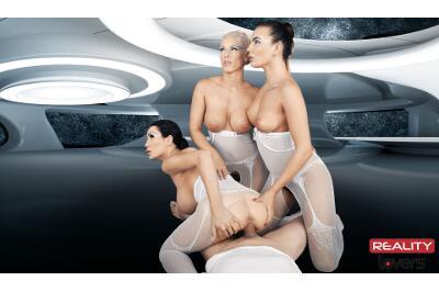 2017: Space Orgasm - Vanessa Decker, Blanche Bradburry, Patty Michova - VR Porn - Image 34