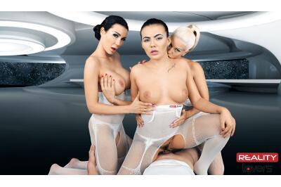 2017: Space Orgasm - Vanessa Decker, Blanche Bradburry, Patty Michova - VR Porn - Image 36