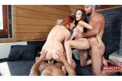 Girlfriend Swap - Eva Berger, Henessy - VR Porn - Image 4