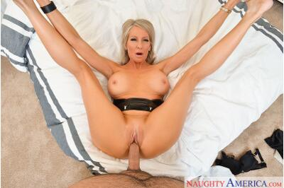 Step-Mother Fucker - Emma Starr, Damon Dice - VR Porn - Image 3