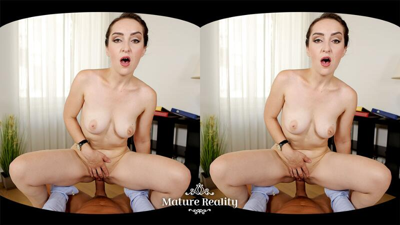 The Pussy Of The Manager feat. Di Devi - VR Porn Video