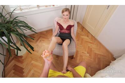 Businesswoman's Feet - Luca Bella - VR Porn - Image 12