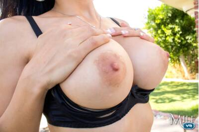 Too Hot to Handle - Tia Cyrus - VR Porn - Image 17