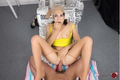 House Helper Caught - Liza Kolt - VR Porn - Image 11