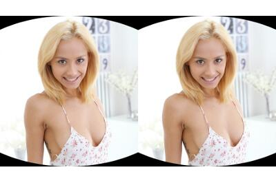 Cheerful Blonde Teaches the Perfect Masturbation - Veronica Leal - VR Porn - Image 36