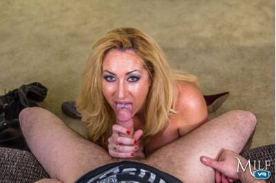 Happy MILF's Day - Janna Hicks - VR Porn - Image 2